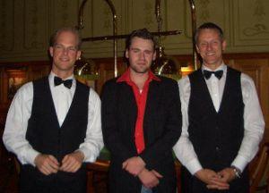 Turniersieger Sebastian Seifert (Mitte)<br> mit Turnierleiter Andreas Richter (links)<br> und Poker-Dealer Martin Kühnl (rechts)