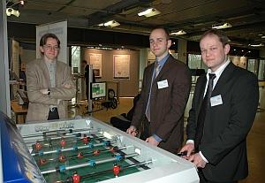 Auch Albert Seifried (Universität Paderborn), <br>Kay Klobedanz (Universität Paderborn) <br>und Henning Zabel (Universität Paderborn) <br>freuten sich über die willkommene Abwechslung <br>beim 7. internationalen Heinz Nixdorf Symposium
