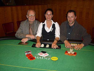 V.l.n.r. Die beiden Turniersieger Jürgen Meysel und Volker Buchholz,<br />Dealerin Nicole Otter