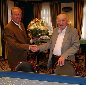 Karl-Ernst Breiling gratuliert Moritz Salz