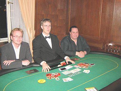 V.l.n.r. Oliver Quirmbach(3.), Dealer David Klein, Rolf Baldus (1.)